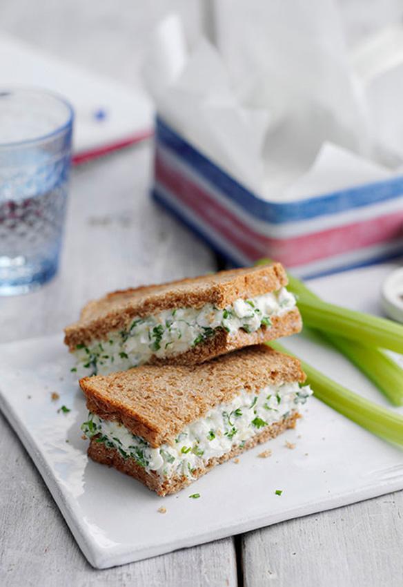 sandwich-queso-apio-snack-saludable