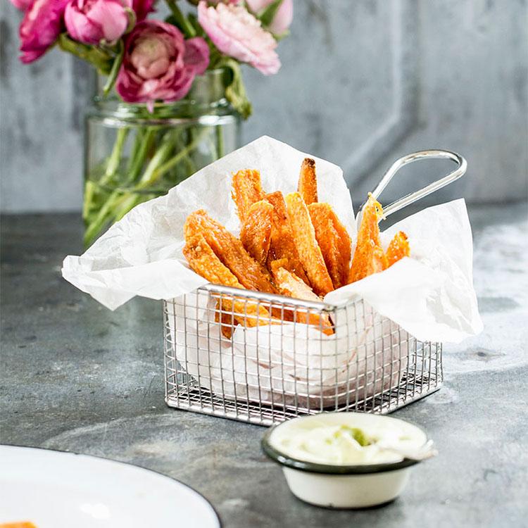Chips de boniato con mayonesa de wasabi