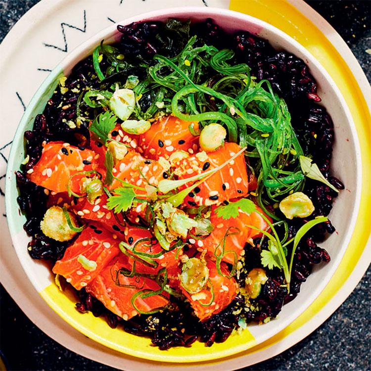 Poke de salmón al wasabi