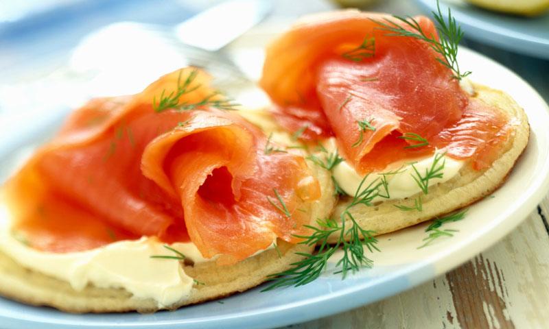10 aperitivos navideños súper fáciles y rápidos con salmón ahumado