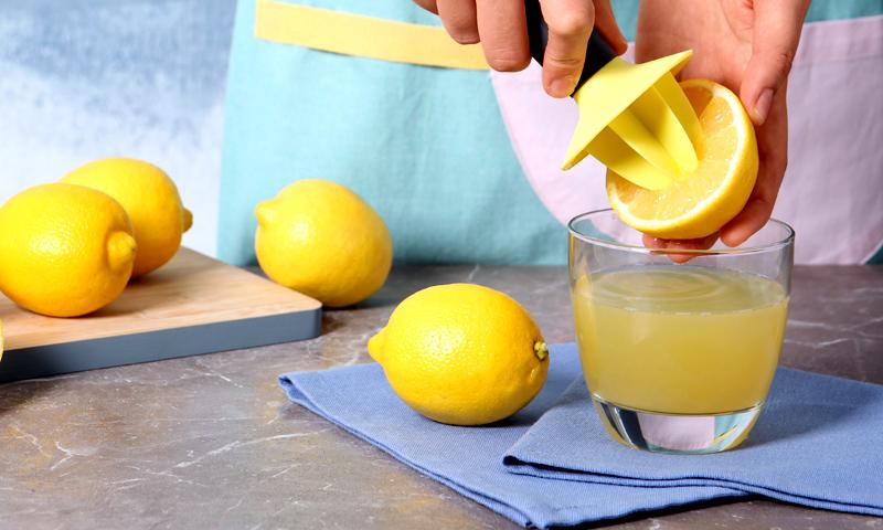 Agua con limón en ayunas: ni adelgaza, ni cura, ni detoxifica