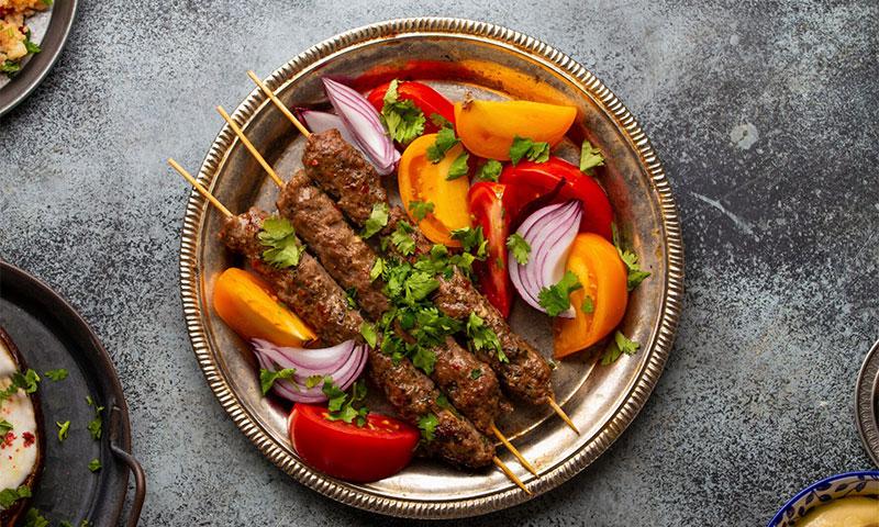 Prepara tus propios kebabs en casa