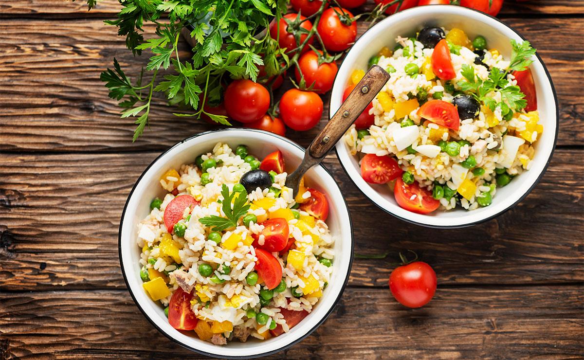 Fáciles, sanas y económicas: 10 ensaladas de arroz con las que no fallarás