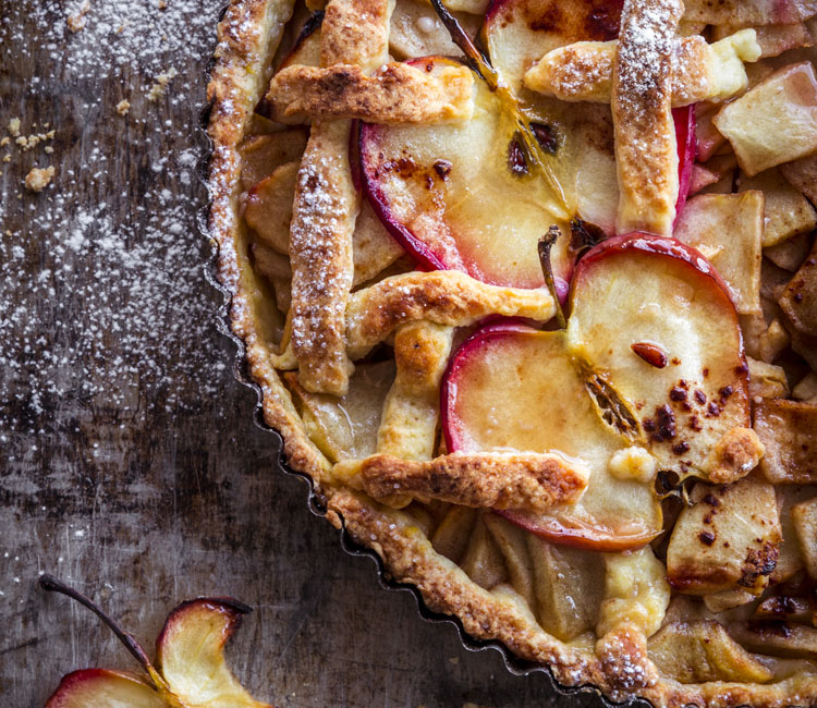 Apple in cake, de Natalia Bogubowicz