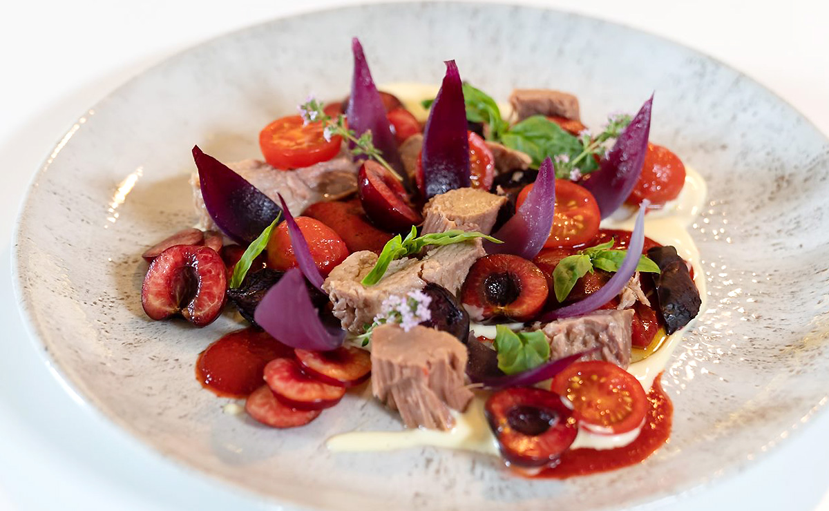 Ensalada de atún y cerezas, según Joan Roca: aprende a prepararla ¡y queda como un chef Michelin!