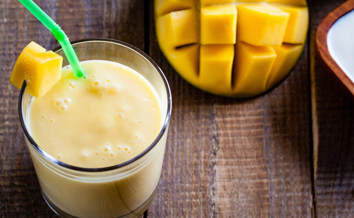 Combina frutas y yogur para preparar refresantes 'lassis'