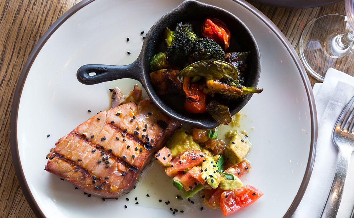 Recetas ligeras de pescado para darle otro aire a tus cenas de verano