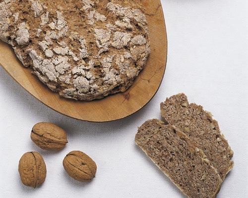 Hora de desayunar: ¿te apetece un pan integral de manzanas y nueces?