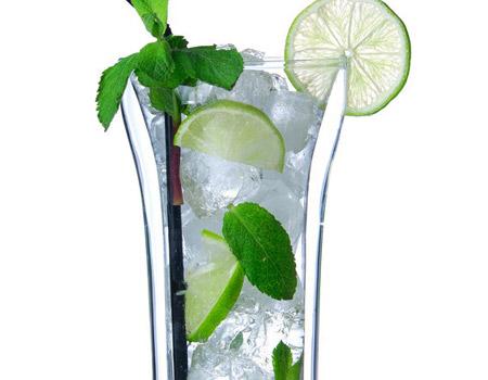 Ideas de cocina: cómo hacer de un vaso de agua el refresco más sano, ligero y sabroso