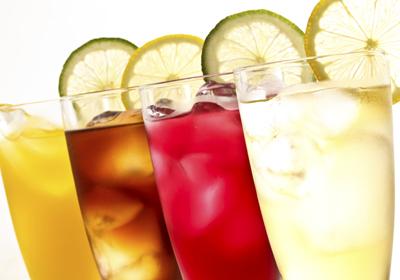 Refrescos, zumos, batidos… ¿cuál es su papel a hora de 'mantener a raya' la báscula?