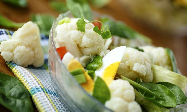 Alimentos amigos de la línea: trucos, consejos y propiedades para disfrutar de la coliflor, una 'súper verdura' de temporada