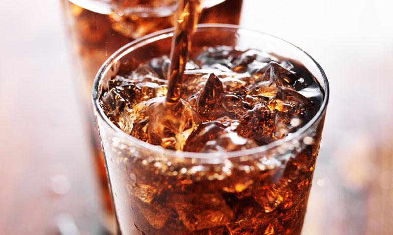 Refrescos, zumos, batidos… ¿Cuál es su papel a la hora de 'mantener a raya' la báscula?