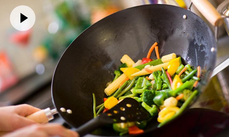 Vídeo-recetas en un minuto: Fácil, sano, sabroso… ¿te apetece un 'wok' de verduras?