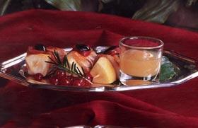 Brocheta de manzana y pechuga de pavo con mermelada de pera