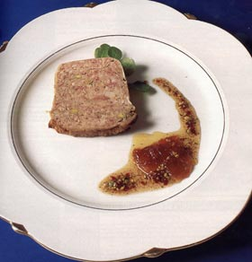 Terrina de pollo, ternera y jamón con pistachos