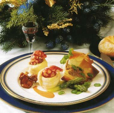 Filetes de lenguado con salpicón de carabineros rellenos de rebozuelos en salsa ligera de vino dulce