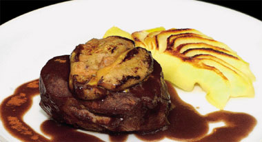 Solomillo de buey al vino tinto y 'foie-gras' fresco