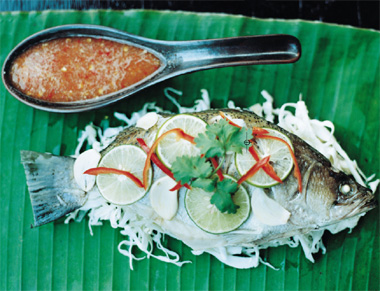 Pla neung manao (pescado al vapor con lima)