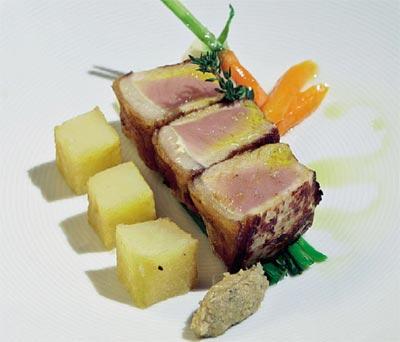 Lomitos de ternera asturiana al cabrales con ajos tiernos