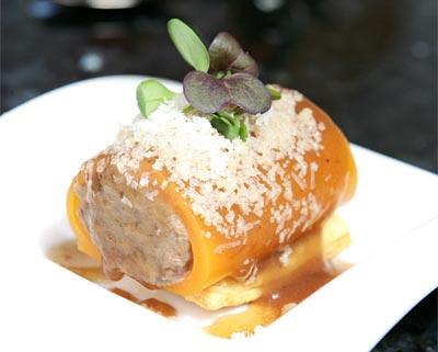 Envoltini de zanahoria con rabo de toro estofado y angula de monte