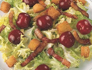 Ensalada de cerezas y bacon