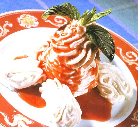 'Parfait' de chocolate blanco con salsa de frambuesas