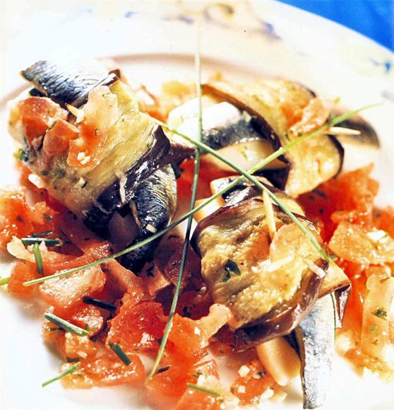 Rollitos de berenjena con sardinas y mozzarella - Berenjenas con mozzarella ...