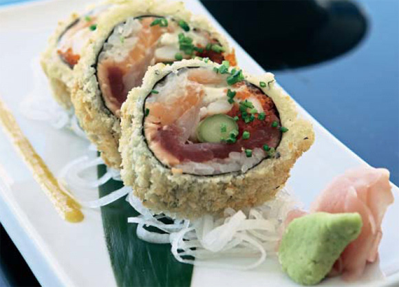 Maki-sushi rebozado relleno de pescado