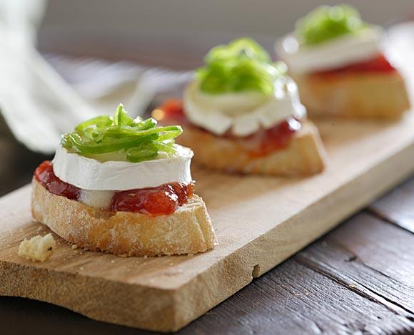 Tosta de mermelada de tomate queso de cabra y pimiento - Hacer mermelada de pimientos ...