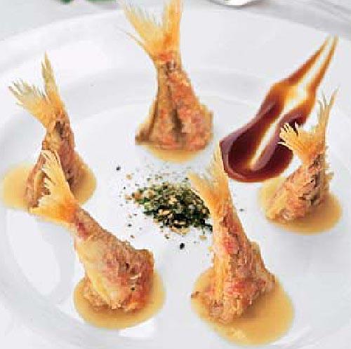 Salmonetes fritos con salsa de jengibre