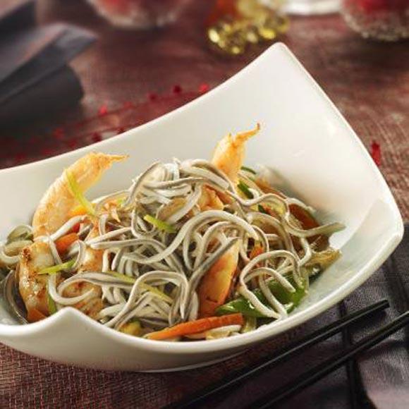 Wok de gulas al ajillo con langostinos for Cocina wok segunda mano