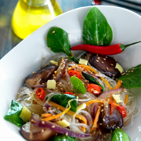 Fideos de celofan salteados con verduras al wok