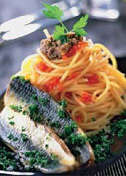 Espaguetis con sardinas y anchoas