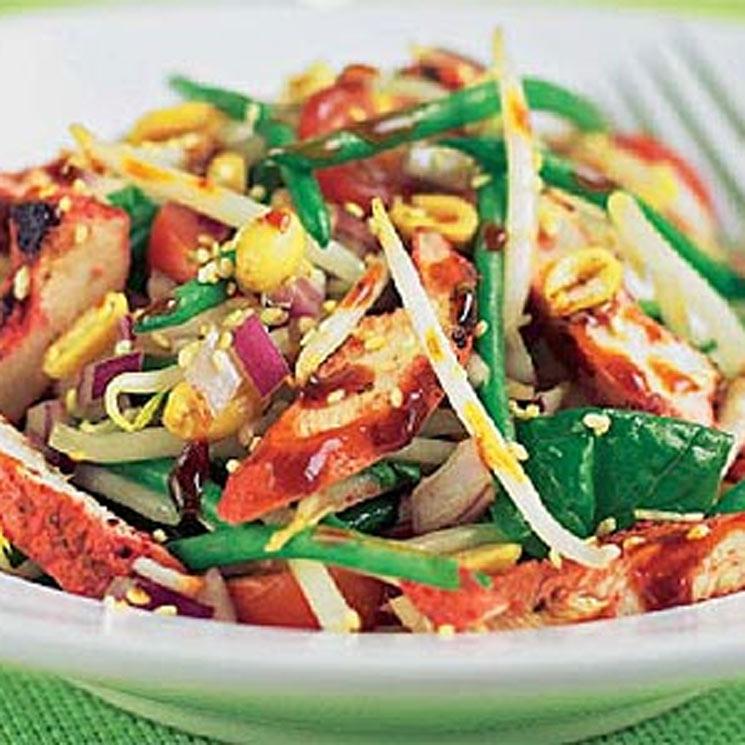 Pollo 'tandoori' con verduras y frutos secos