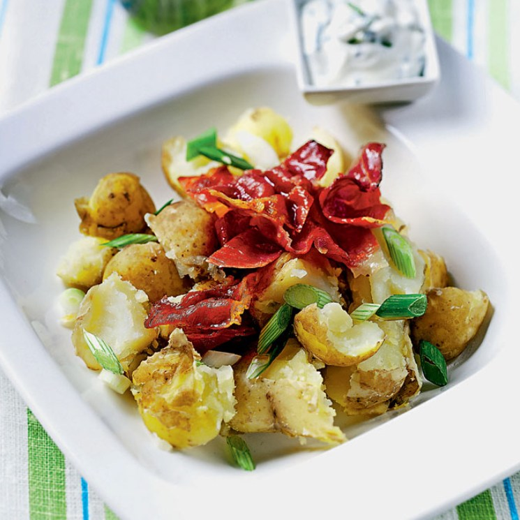 Ensalada de patatas y queso fresco con jamón