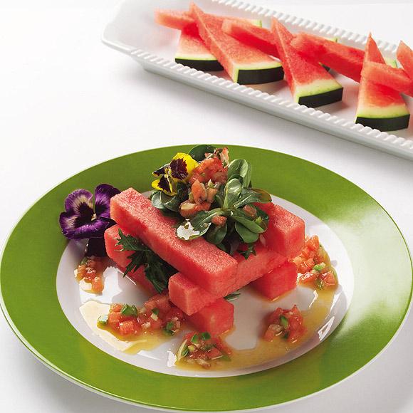 'Puentenuevo' de sandía con brotes verdes y vinagreta