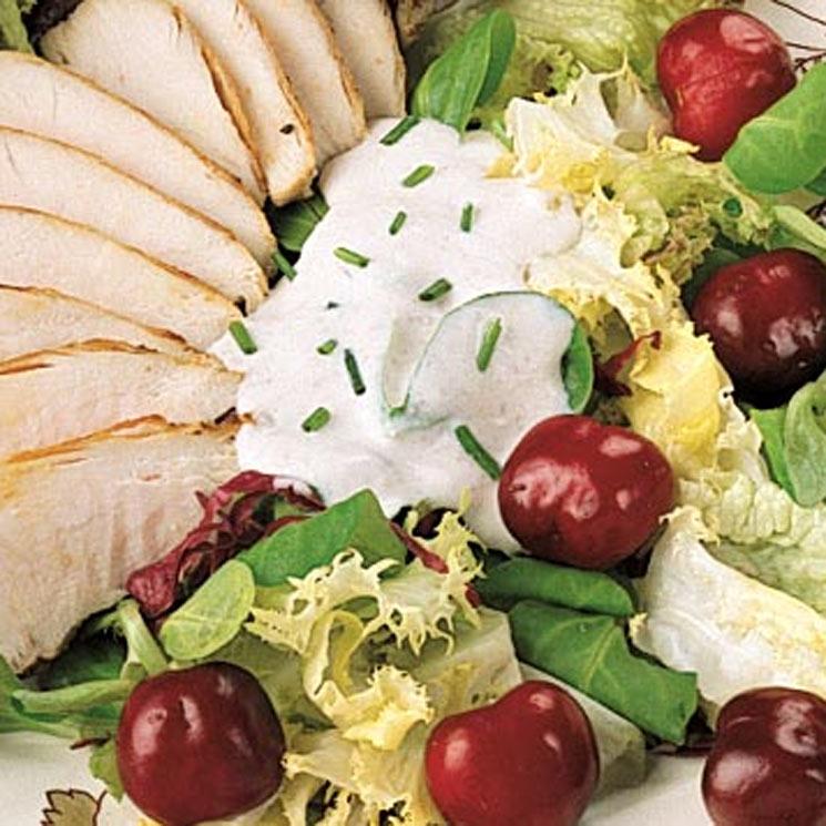 Ensalada de pollo y cerezas