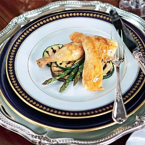 Ave al limón (pollitos tomateros) en su jugo con verduras variadas a la plancha