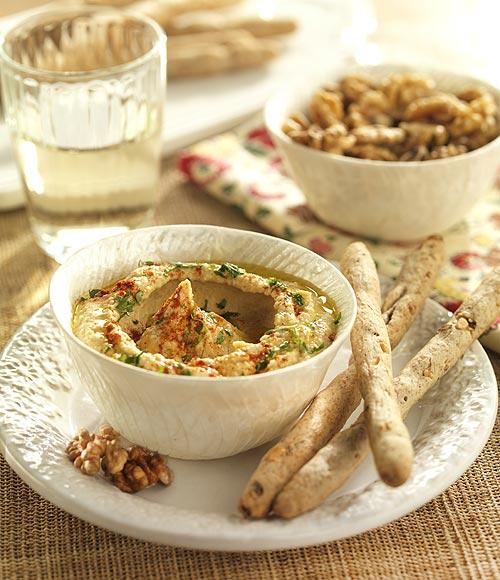 'Hummus' con palitos integrales de nueces