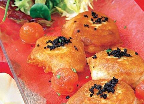 Bombones crujientes de patata y bacalao