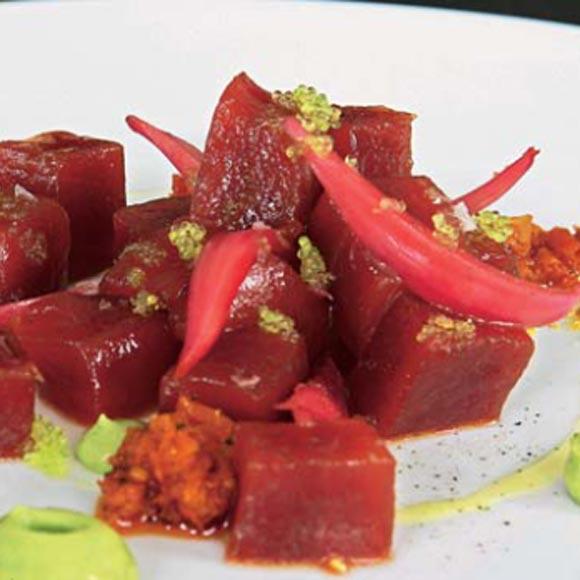Tacos de atún con salmorreta y guacamole