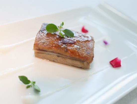 Milhojas de 'foie', manzana y anguila