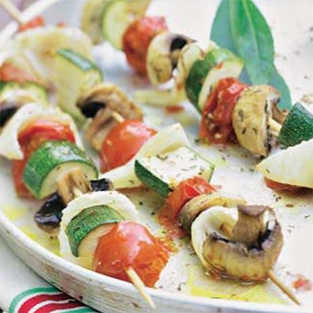 http://www.hola.com/imagenes/cocina/recetas/2013072966378/brochetas-de-verduras/0-243-720/verdubrocheta--a.jpg