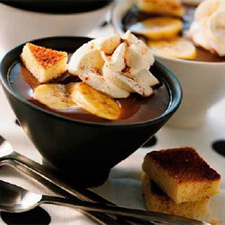 Crema ligera de chocolate con plátano y nata