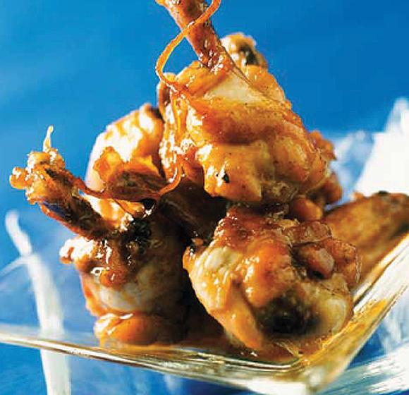 Bocaditos de alitas de pollo caramelizadas