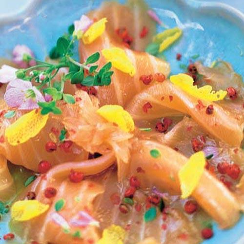 'Carpaccio' de salmón con flores de berro