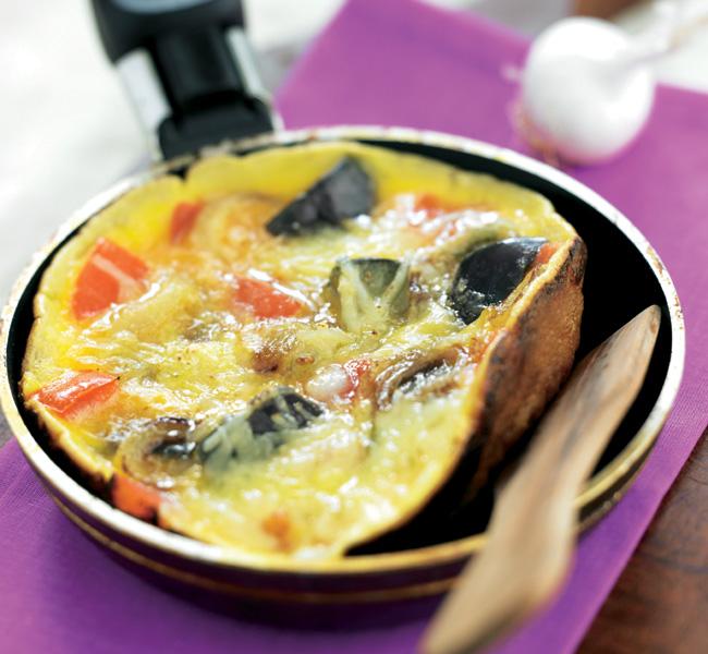 Torta de huevo con verduras y queso