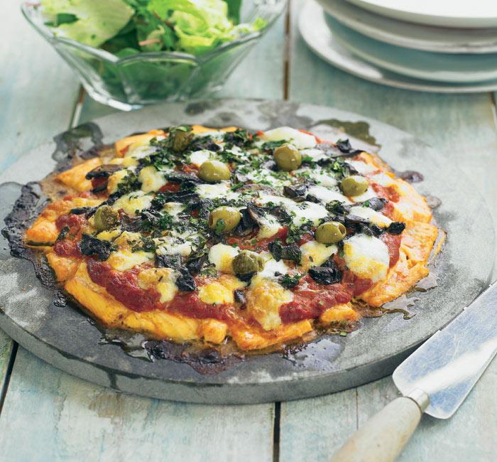 Falsa 'pizza' de salmón con aceitunas