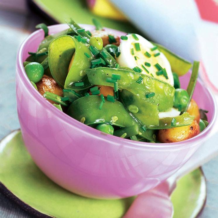 Ensalada verde con cachelos y huevo cocido