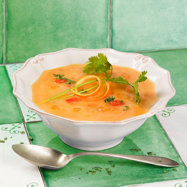 Crema aterciopelada de calabaza y tomate a la naranja